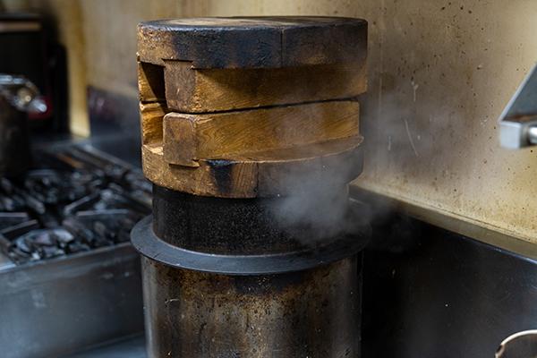 羽釜で炊いたご飯を使用